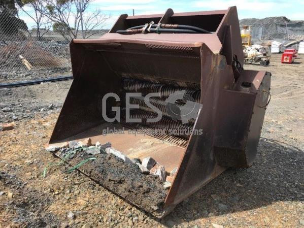 Shredding and Screening Bucket Quick Hitch Caterpillar 966