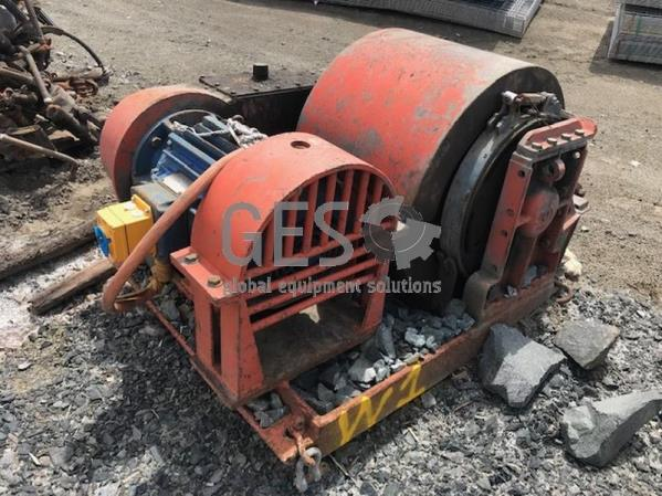 Joy Twin Drum Winch 18.5 KW 1000 Volt appears operational W1