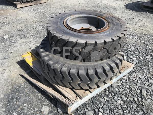 Michelin 9.000R20 on rims x 2 Pallet T1.