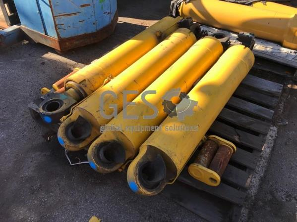 Komatsu HD465-7 Hoist Cylinders x 4