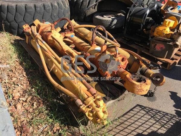 """UNRESERVED Caterpillar Blade """"Tilt"""" Cylinders to suit D10 & T690 x 2"""