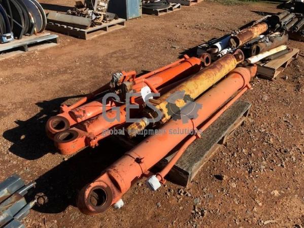Hydraulic Cylinders x 4 Item ID: 3537