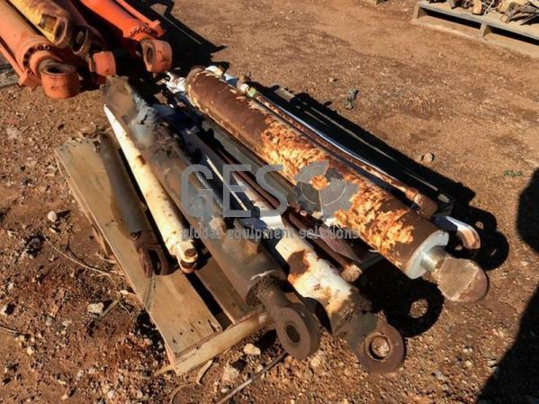 Hydraulic Cylinders x 8 Item ID: 3538