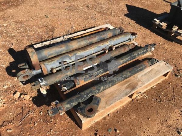 Hydraulic Cylinders x 7 Item ID: 3539