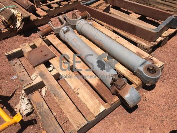 Volvo Cylinder Lift Running Take Out x 2