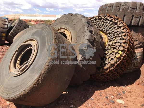 Bridgestone 26.5 R25 Slick on Rim ~20%