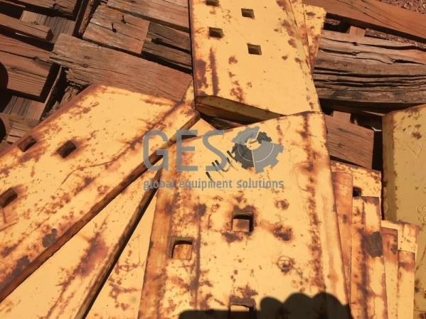 Caterpillar Pallet of Dozer Cutting Edges to suit D6