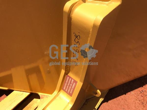 Caterpillar Mud Guard Front LHS NEW to suit R2900G