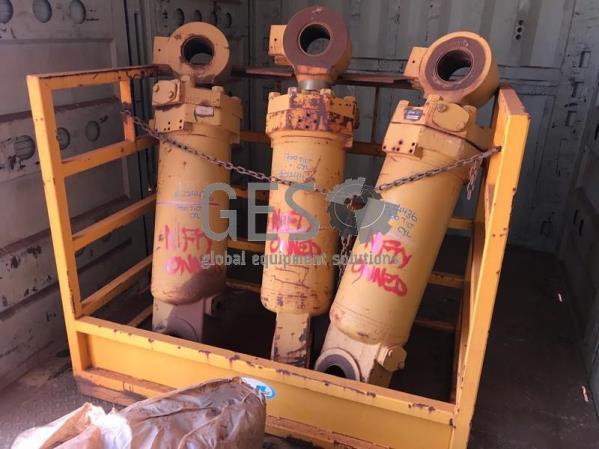 Caterpillar Cylinder Tilt As Is to suit R1700G Part 180-9367 x 3