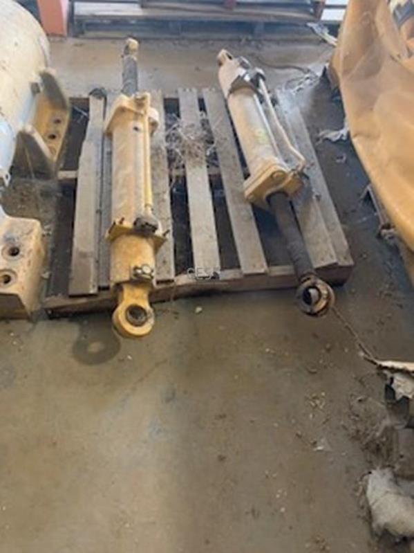 Komatsu 630E Steer Cylinders x 2 units