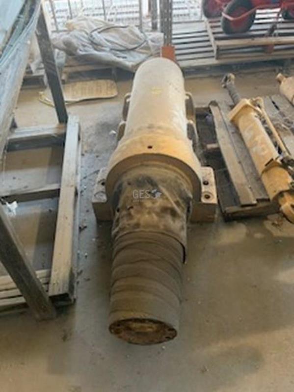 Komatsu 630E Suspension Cylinder