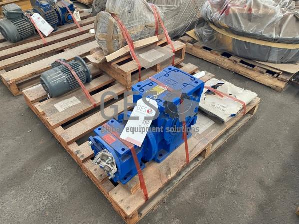 Pallet of Various Motors, Drive and Coupler