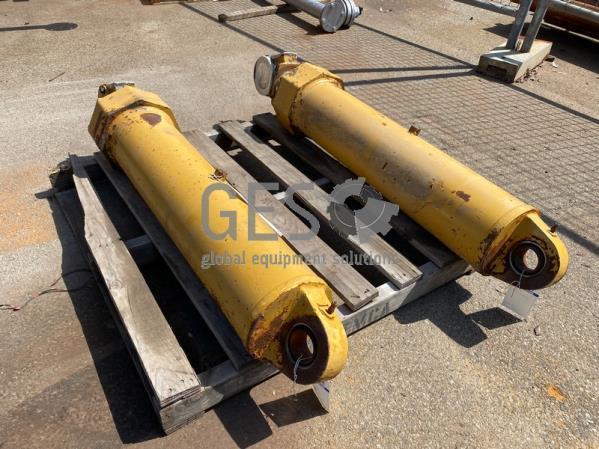 Caterpillar 775G Hoist Cylinders USED x 2