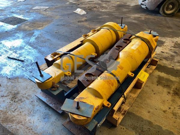 Komatsu Blade Tilt Cylinders to suit D375 pair Left & Right 195-63-01311 Rebuilt / Unused