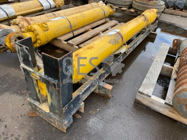 Komatsu Cylinder To suit PC400-7 Part RM707-01-..670 in transport frame ItemID_3894