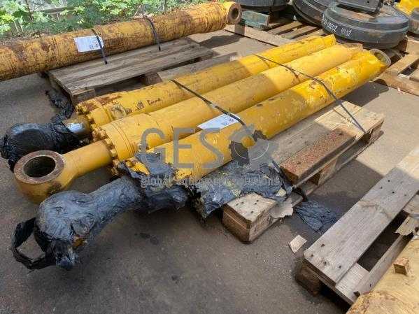 Komatsu Cylinder x 3 to suit . Part 707-01-0F670 ItemID_3901
