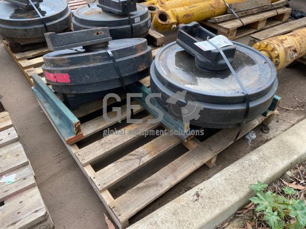 Komatsu Front Idler Assembly x 2 to suit PC400-5 Part 208-30-00200 ItemID_3903