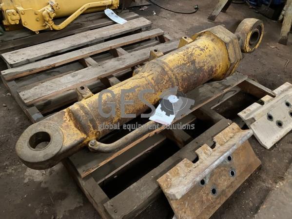 Komatsu Cylinder Blade Tilt to suit D375-5, D375-5EO for single tilt dozer only