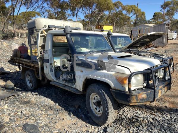 2010 Toyota VDJ79R-TJMRYQ3 Tray Back Utility ex Underground Incomplete LV61