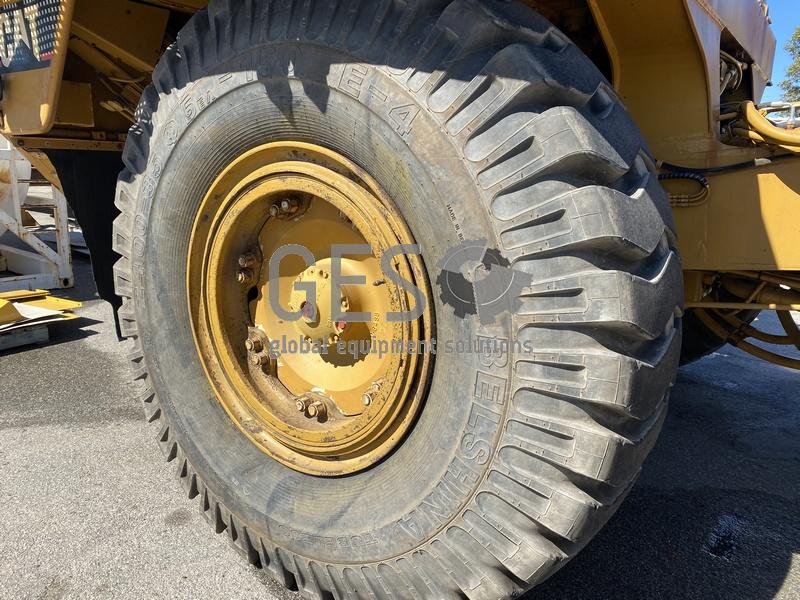 1997 Caterpillar 775D Dump Truck no Tray image 12